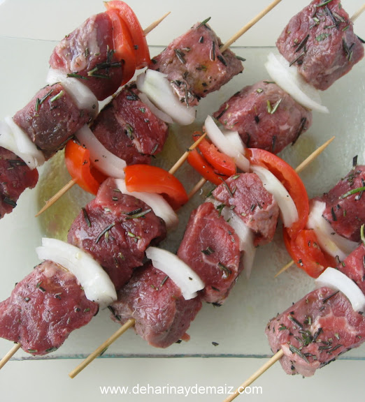 brochetas-de-res-con-vegetales