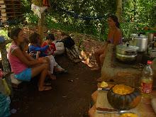 Luísa, Fau, Caetano, Lorena e Bernardo na cozinha
