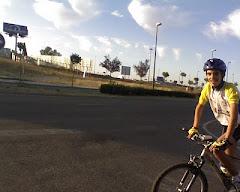 En el carril bici de Zamora con la bici de mi padre