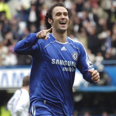 644746afc0 Já é publico que Ricardo Carvalho trocou o Chelsea pelo Real Madrid. O  central esteve ontem na capital espanhola para fazer exames médicos e  assinar ...