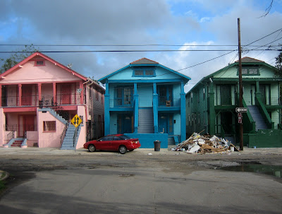 houses: pink, blue, green