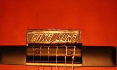Detalle de Cada nombre cincelado para Guitarras