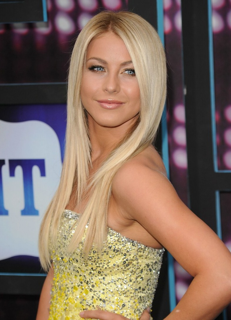 Julianne Hough Photo Julianne Hough: 2010 Cmt Music Awards