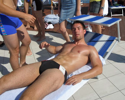 swimpixx blog for sexy speedos, free pics of speedo men, hot men in speedos and swimwear. Brazilian homens nos sungas abraco sunga