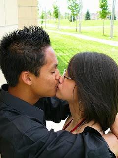 http://2.bp.blogspot.com/_4VRY2ktsCR4/SVWkYT4VK5I/AAAAAAAAAqY/SO6Vc63T55Y/s400/french+kiss2.jpg