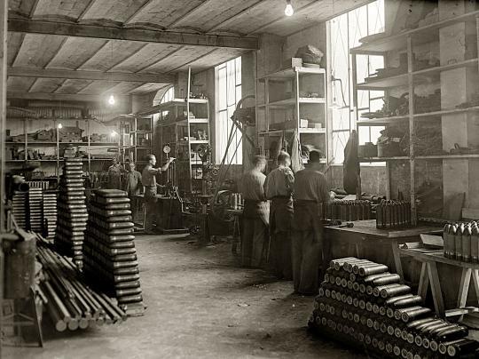 Alma de herrero f brica de munici n en zaragoza for La fabrica del mueble sevilla