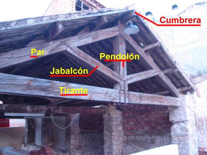 Alma de herrero estructura del tejado de un lavadero - Estructuras de madera para tejados ...