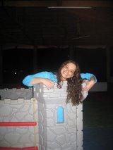 """""""Sou a princesa no alto do meu castelo.Não tenho tranças pra jogar mas tenho e -mail e celular."""""""