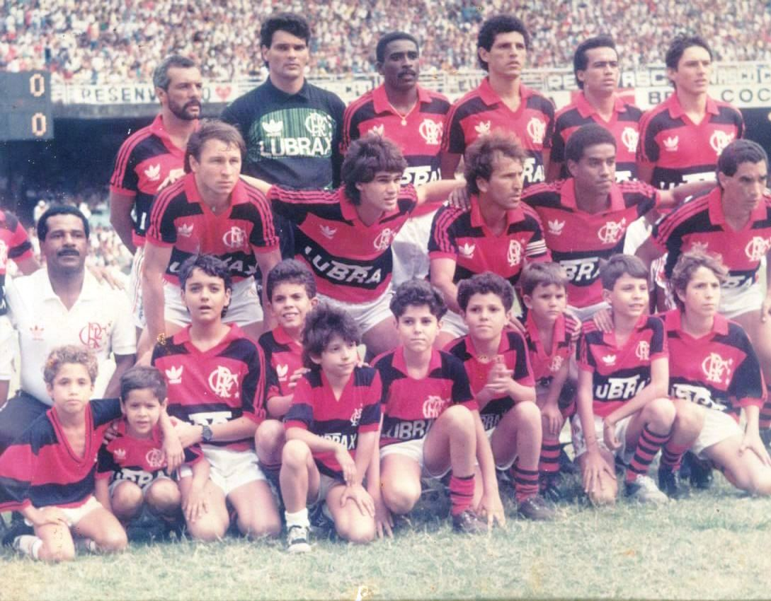 http://2.bp.blogspot.com/_4ZtX0qiak6g/TE7JLsPnJwI/AAAAAAAAAtg/Sl957lZuowc/s1600/1989_Flamengo_2-0_Vasco_III.jpg