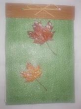 Bloco com folhas secas