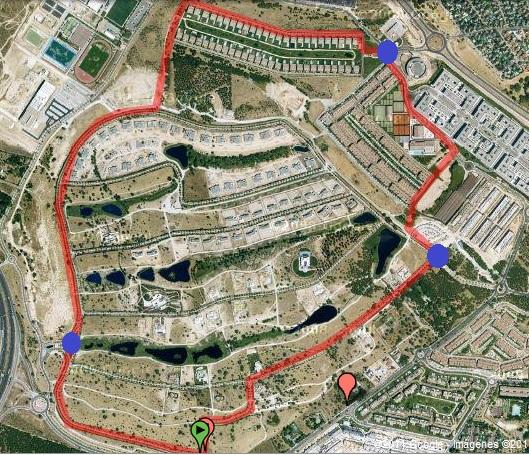 En La Foto De Arriba, Podéis Observar Todo El Perímetro De Seguridad De La  Urbanización: Los Circulos Azules Son Los Tres Puntos De Acceso A La Misma.