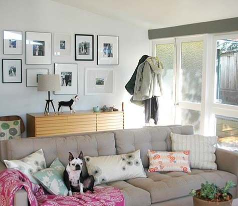 [living+room_khaki+tan+white+midcentury+mod+dog+on+sofa_lisa+wong+jackson_sneak+peek_design+sponge+feb2+09.jpg]