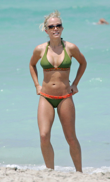 Kendra Wilkinson Looks Superb In A Sexy Green Bikini