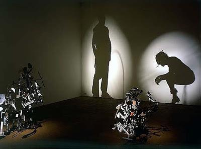 orinando Arte con las sombras de basura