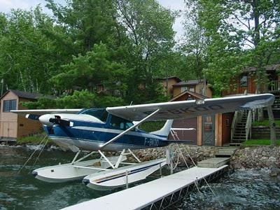 photo truquée ddu Cessna 182 Québec 2 fois sur flotteurs