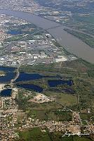 vue aerienne des gravieres de Villenave et du centre commercial de Bègles