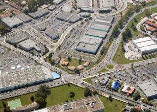 vue aerienne reseau routier et parking sature