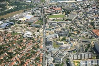 Vue aérienne du secteur de la place Ravesies et de la place Latulle à Bordeaux Nord