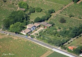 Vue aérienne du chateau de Mongenan et de son jardin botanique