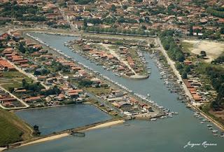 Vue aerienne du port de La Teste de Buch sur le Bassin d' Arcachon