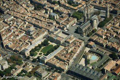 Vue aérienne de la place Pey Berland, de l'hôtel de ville et du tribunal de Bordeaux