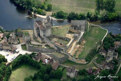 Vue aérienne du chateau de Beynac et Cazenac