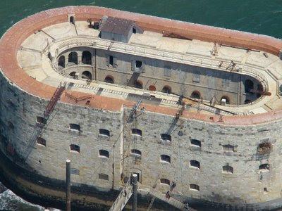 Vue aérienne du Fort Boyard au large de La Rochelle et de l'île d'Oléron