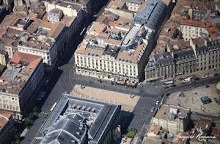 Vue aerienne de la place de la Comédie à Bordeaux avec le Grand Théatre et le Grand Hôtel