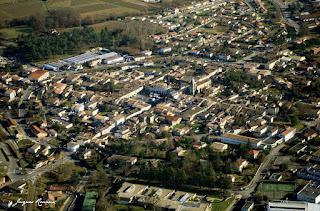Vue aérienne de la commune de Créon