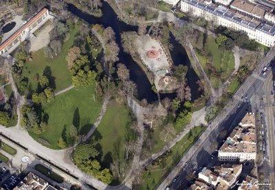Vue aérienne du Jardin Public de Bordeaux où l'on voie encore quelques arbres déracinés pas encore évacués
