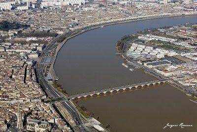 Vue aérienne générale de la ville de Bordeaux