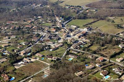 Vue aérienne du village de Saint Morillon