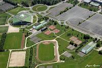 Photo aérienne du vélodrome et des installations sportives (stades, terrains de tennis) de Bordeaux Lac