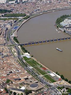 Vue aérienne des Quais de Bordeaux