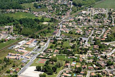 Vue aérienne du ville de Saint Médard d'Eyrans en Gironde
