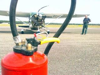 Les premiers tours d'hélice du nouveau moteur avec un extincteur à proximité