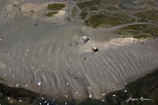 Vue aérienne des baraques Tchanquées du Bassin d'Arcachon