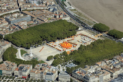 Photo aérienne du cirque Pinder sur la Place des Quinconces à Bordeaux