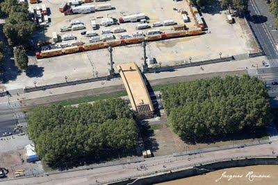 Vue aérienne de la Passerelle de l'architecte Japonais Tadashi Kawamata dans le cadre du festival Evento à Bordeaux