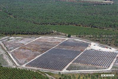 Vue aérienne de la centrale photovoltaïque EXOSUN dans les Landes
