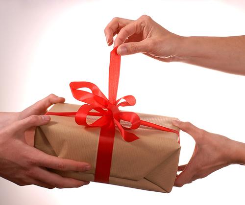 Ανταλλαγή Δώρων!!! Opening_gift_1
