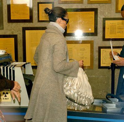 Celebrity bag spotting Jennifer Lopez with a Katherine Kwei 'Stella' Tote