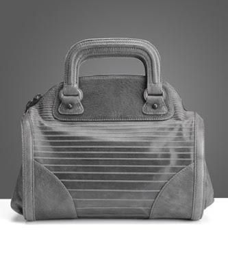 http://2.bp.blogspot.com/_4iGfMRyaW7s/SIziKkpZWII/AAAAAAAAByE/VtDPRl7o4EE/s400/3.1-Phillip-Lim-Lotte-handbag.jpg