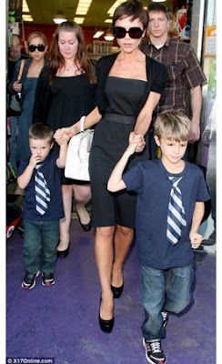 Victoria-Beckham-with-white-Valextra-S-Range-bag-with-sons-Cruz-and-Romeo-shopping-in-LA-over-the-weekend