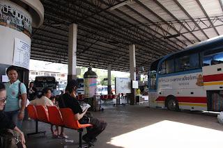 Nong Khai 巴士站,将送我到Vientiane的巴士