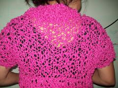 esta relizado el centro a dos agujas y alrededor a crochet todo con agujas gruesas