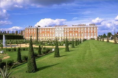 Hampton Court showing garden