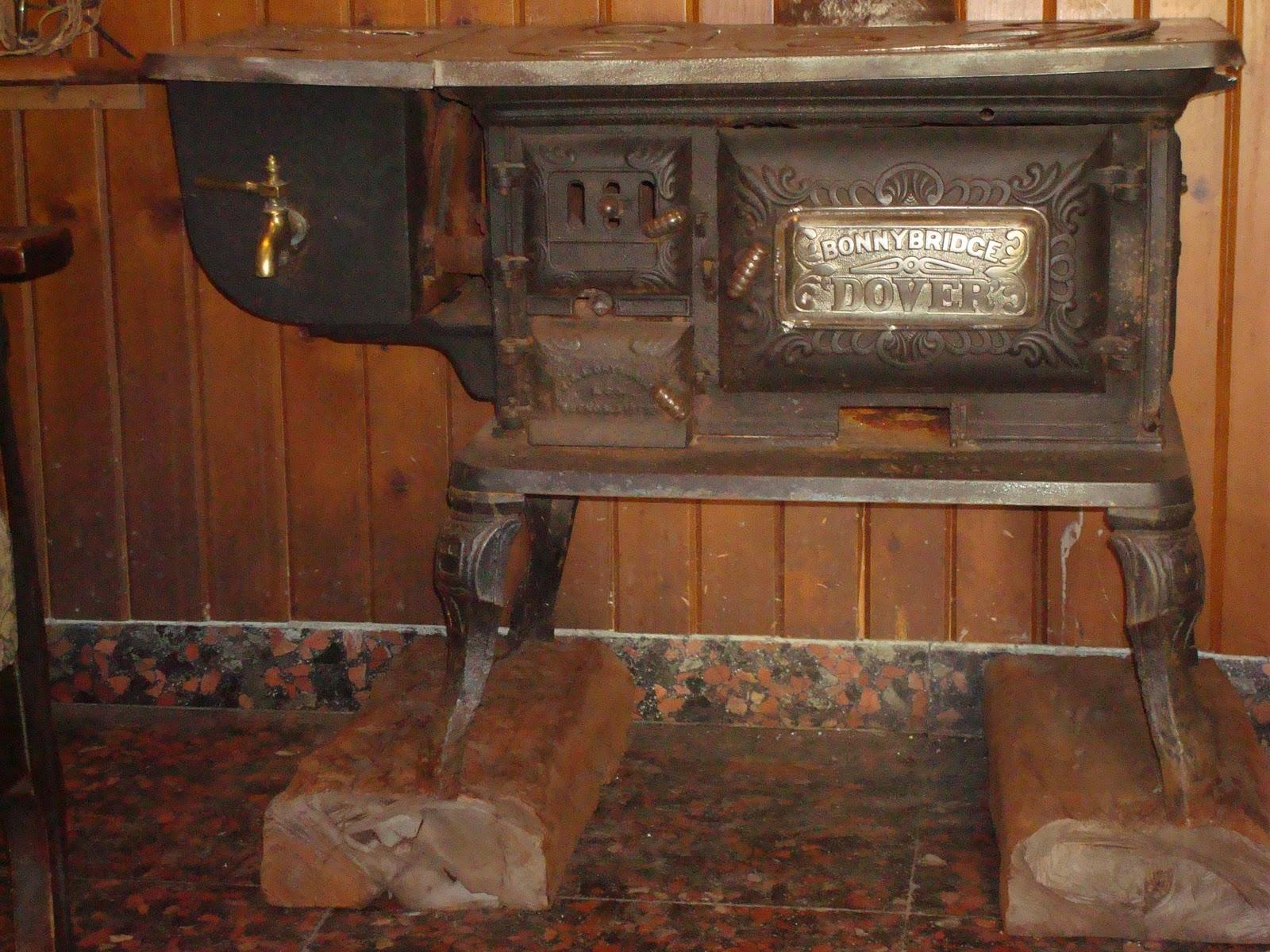 Antig edades reciclado y creaciones el pampa cocina a le a - Cocinas de lena antiguas ...