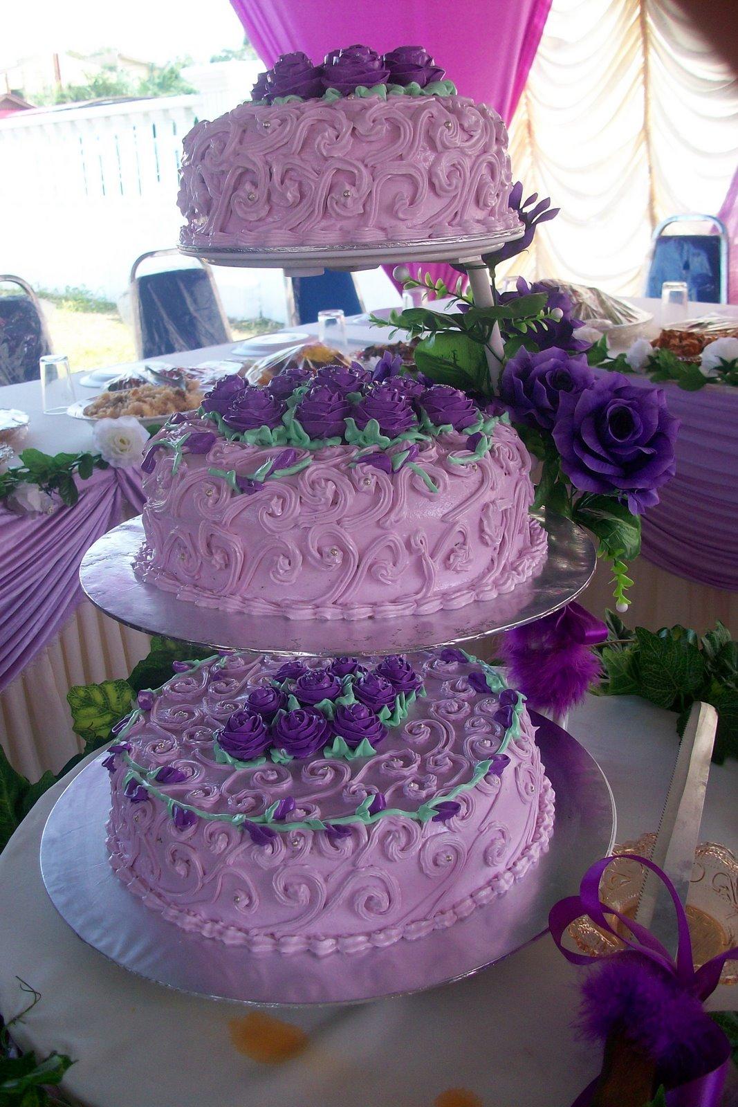 Qees Confectionery JM M Purple Wedding Cake