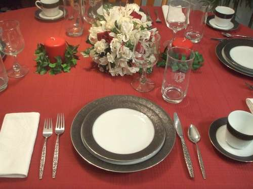 http://2.bp.blogspot.com/_4mR2E8MgE0w/TKm0tnS0N6I/AAAAAAAAAIE/m-G5VB_LOYM/s1600/How-to-Set-a-Formal-Dinner-Table.jpg